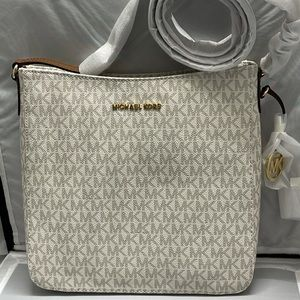 COPY - New & Authentic Michael Kors Jetset Vanill…